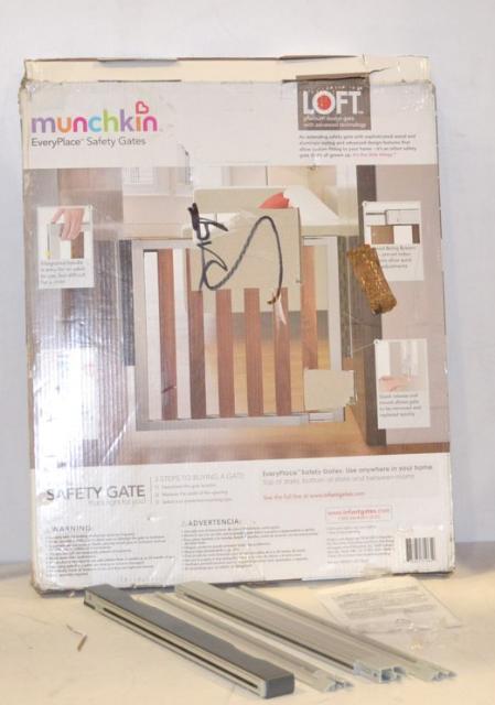 Munchkin Loft Premium Design Aluminum And Wood Baby Safety