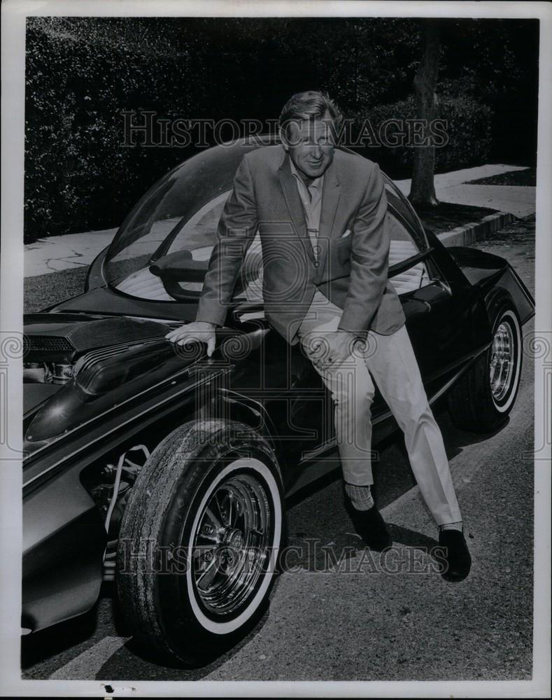 A Tribute to Lloyd Bri...