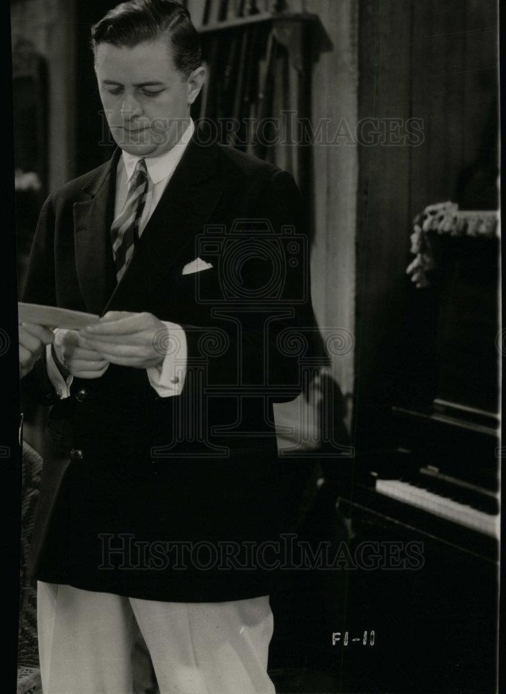 director Edwin L Marin on set film Everybod crp-07765 1938 candid Reginald Owen