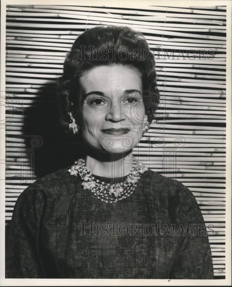 7c2ce3fd7b 1961 Foto de prensa Mrs. Howard l heureux