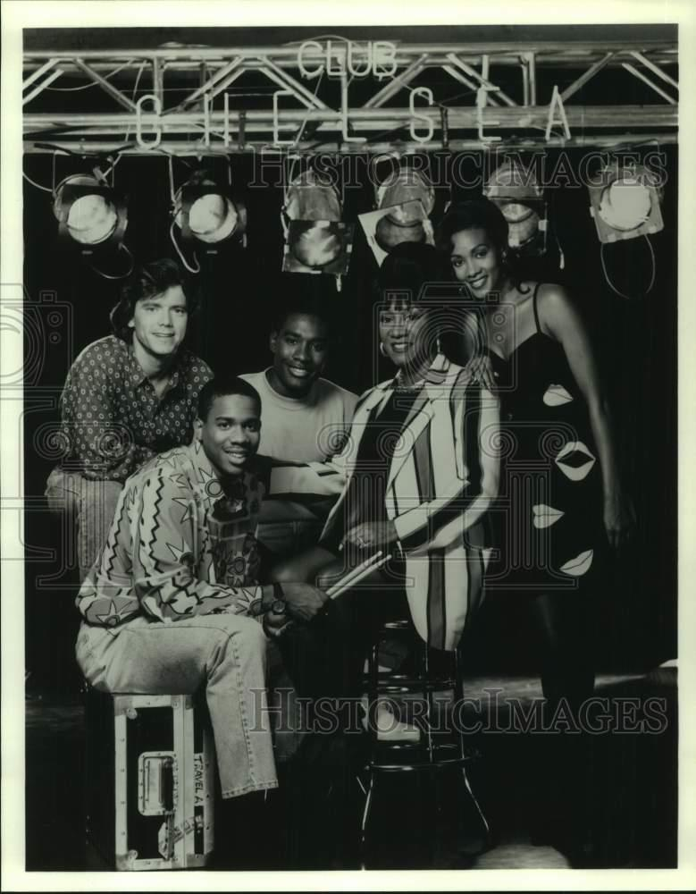 "1992 Press Photo Patti LaBelle And Cast Of ""Out All Night"