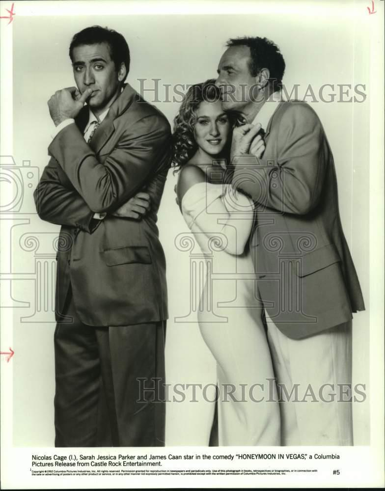 "1992 Press Photo Cast Of Columbia Pictures ""Honeymoon In"