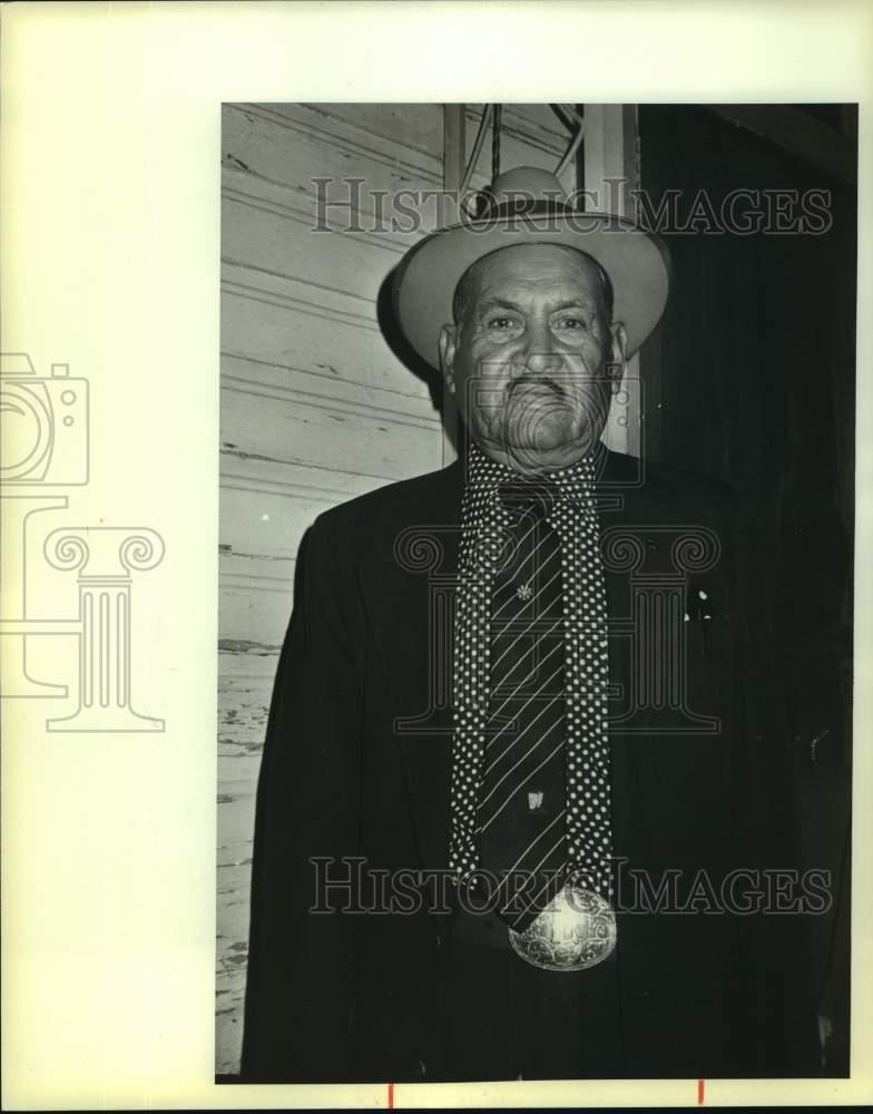 Details about 1985 Press Photo Leandro Gonzales wins lawsuit against Bexar  County Jail, Texas