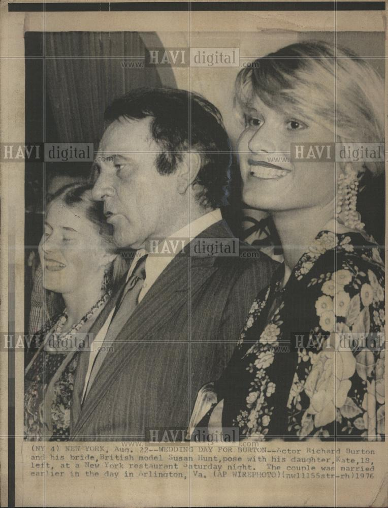 Susan Hunt Burton http://www.ebay.com/itm/1976-Press-Photo-Richard-Burton-Susan-Hunt-Kate-Burton-/251041333083