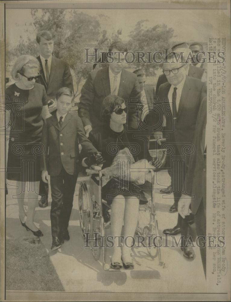 Jayne Mansfield and Sam Brody http://www.ebay.com/itm/1967-Press-Photo-American-Attorney-Sam-Brodys-Funeral-/250978522763
