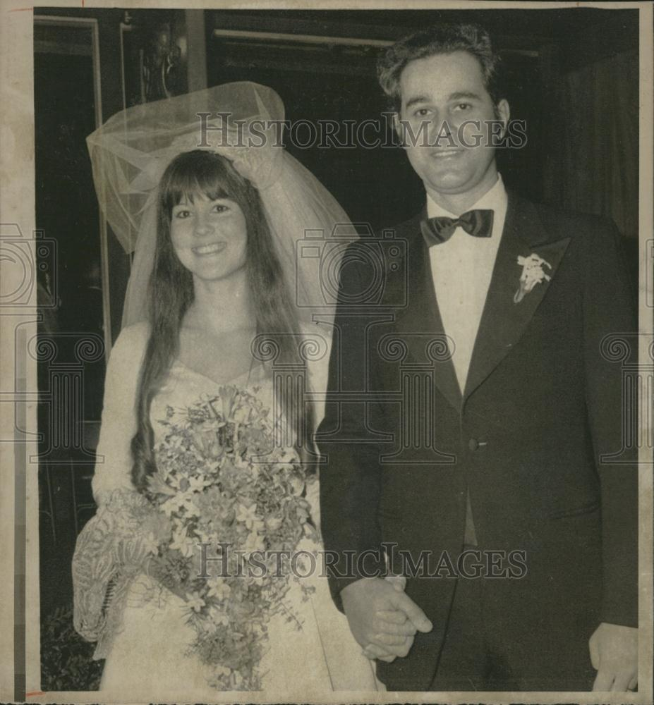 Linda Susan Black http://www.ebay.com/itm/1975-Press-Photo-Linda-Susan-Black-Roberto-Falaschi-/250991491925