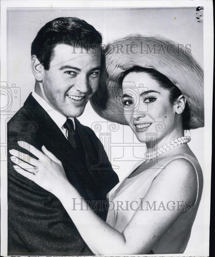 1961 Press Photo Hollywood Couple Linda Cristal Amp Yale