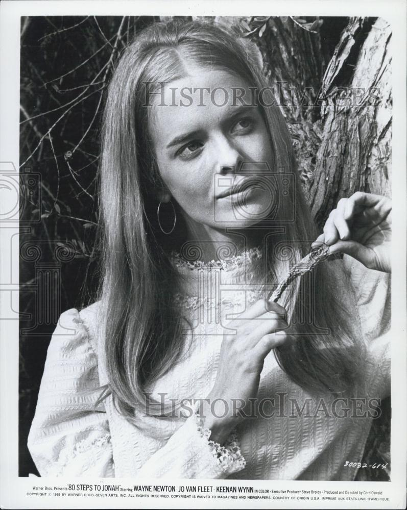 Actress Diana Ewing http://www.ebay.com/itm/1969-Press-Photo-Diana-Ewing-in-80-Steps-to-Jonah-/280978843764