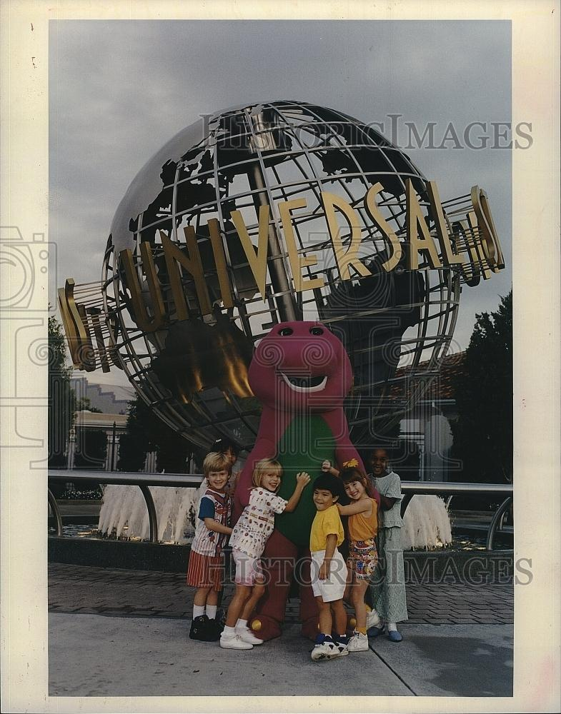 1994 Press Photo Quot Barney And Friends Quot To Be Universal