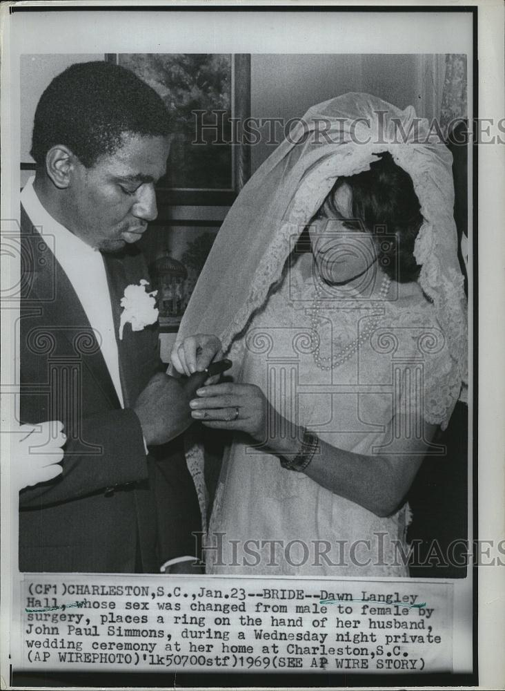 1969 Press Photo Transgender Bride Dawn Langley Hall