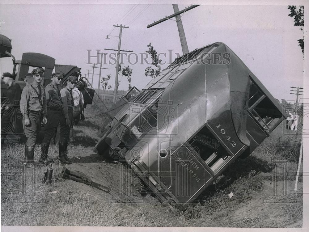 1935 Press Photo A Chicago Motor Coach Company Bus After
