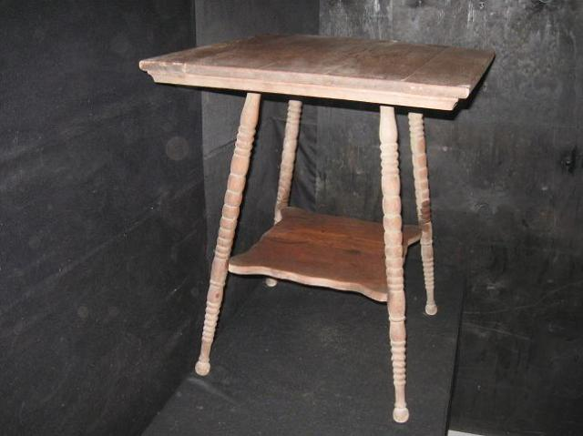 Antique victorian era oak parlor table end table side for 100 year old oak table