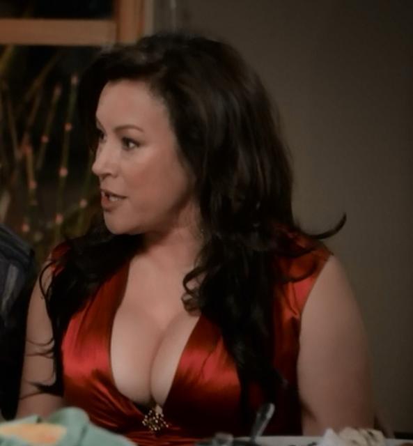 Modern Family Darlene Jennifer Tilly Screen Worn Roberto