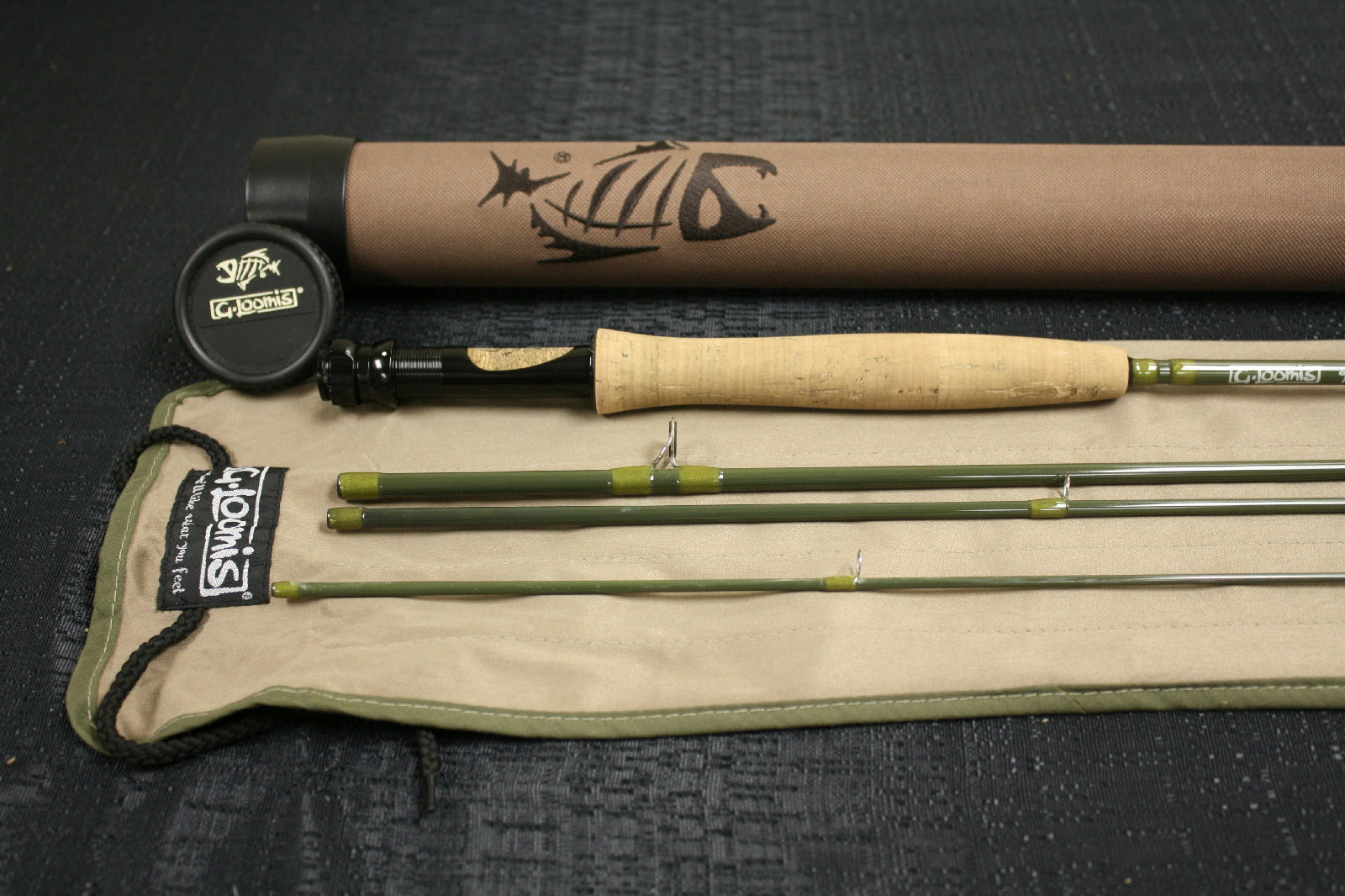 Gloomis pro 4x 1084 4 fly rod used excellent w tube for Fishing rod socks