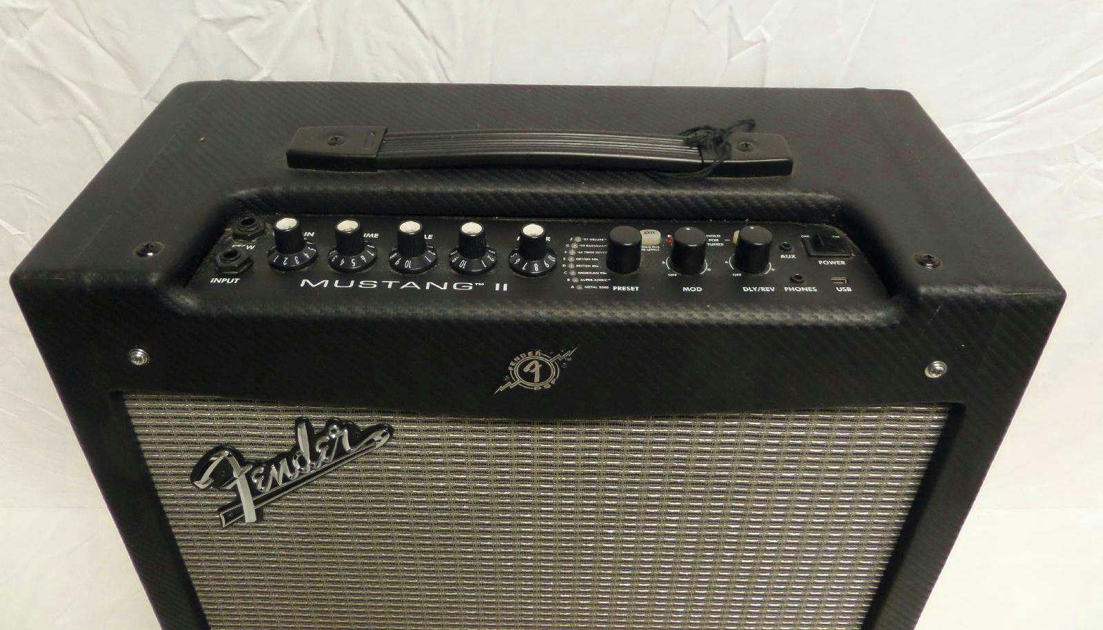 as is fender mustang ii 110 watt electric guitar amplifier black ebay. Black Bedroom Furniture Sets. Home Design Ideas