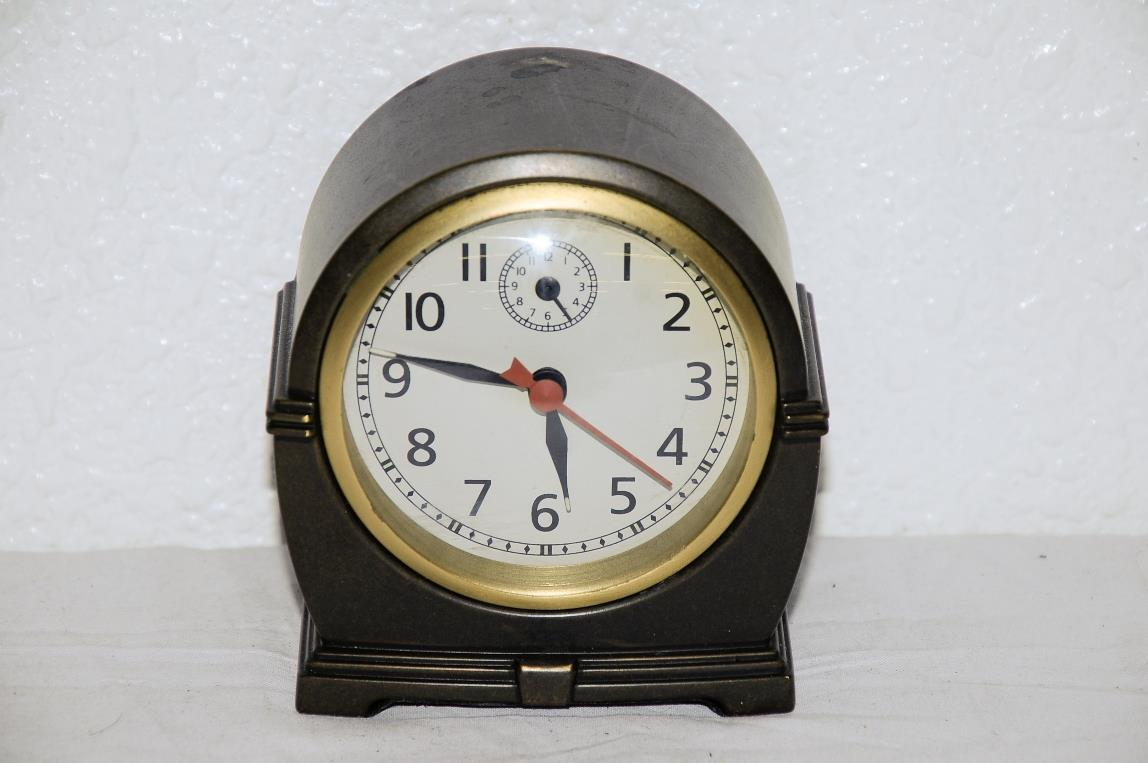 Pottery Barn Retro Style Battery Desk Shelf Alarm Clock