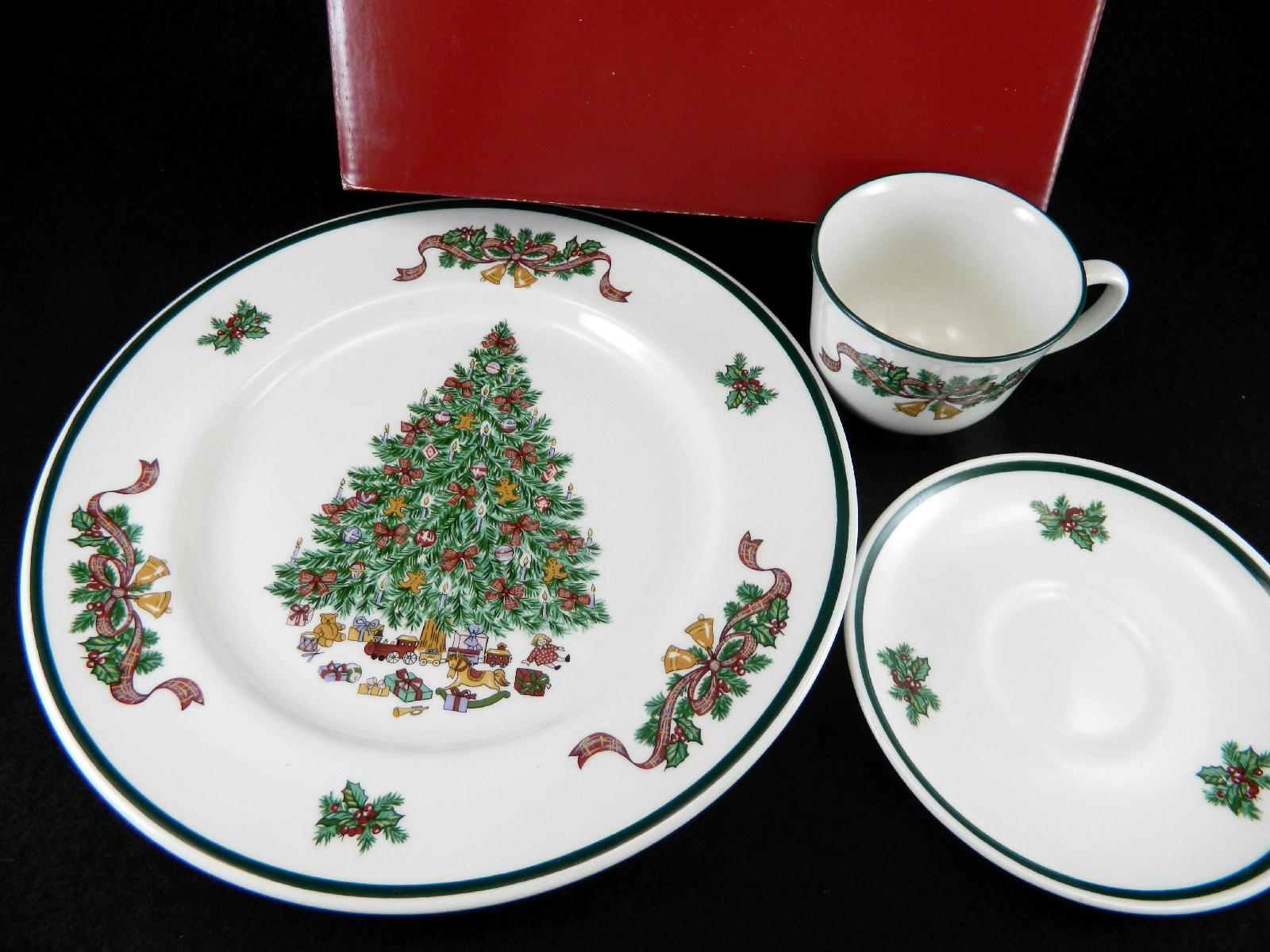 New Johnson Brothers Victorian Christmas China Dinnerware 3 pc Place ...