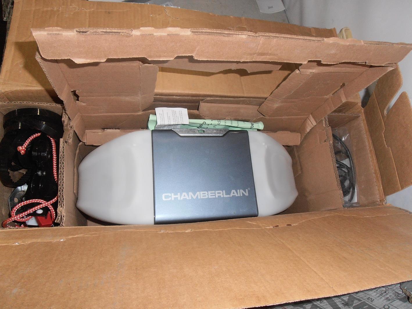 Chamberlain wd832kevg 1 2hp whisper belt drive garage door for Garage door opener motor runs but door does not open
