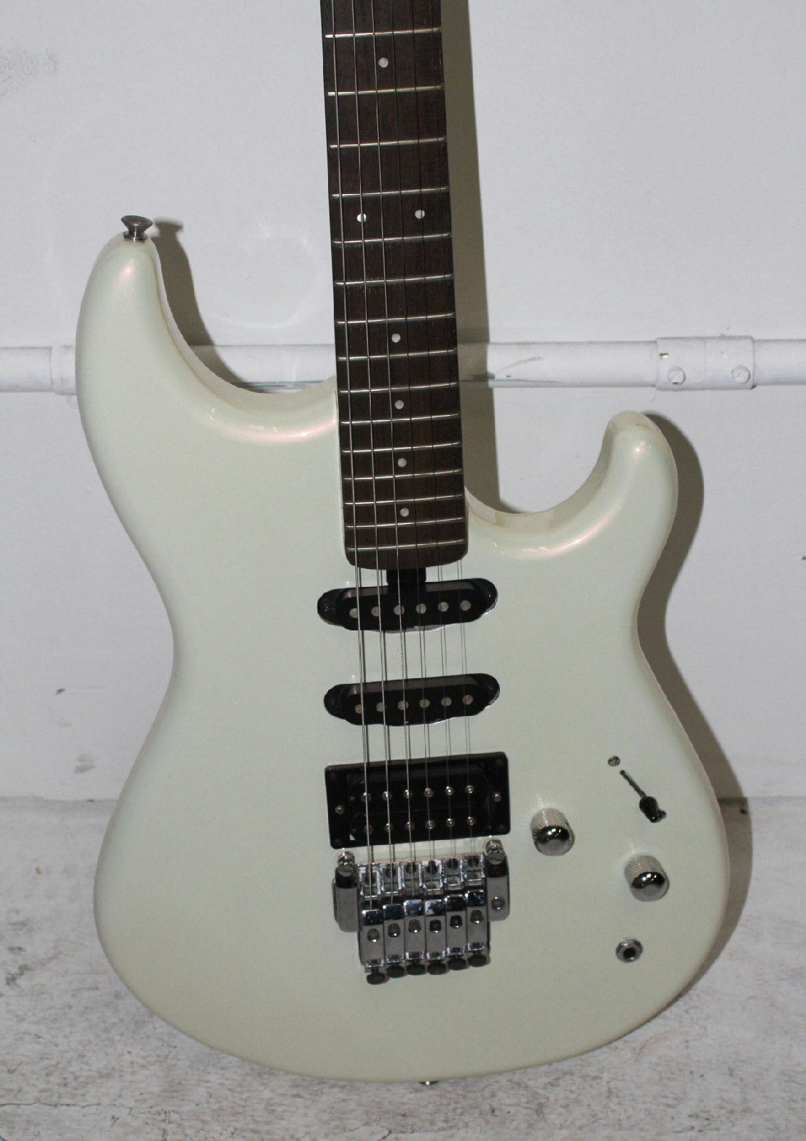 yamaha se 350 electric guitar in hard case scale 32 ebay. Black Bedroom Furniture Sets. Home Design Ideas