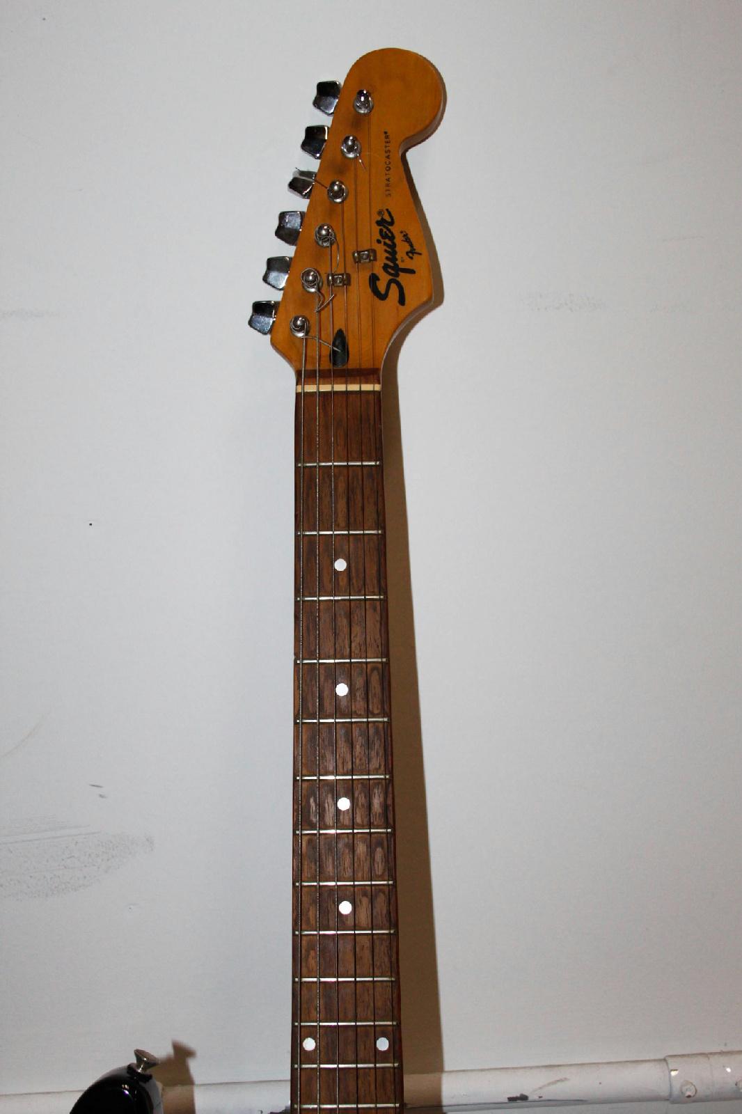 squier brown stratocaster fender electric 6 string guitar ebay. Black Bedroom Furniture Sets. Home Design Ideas