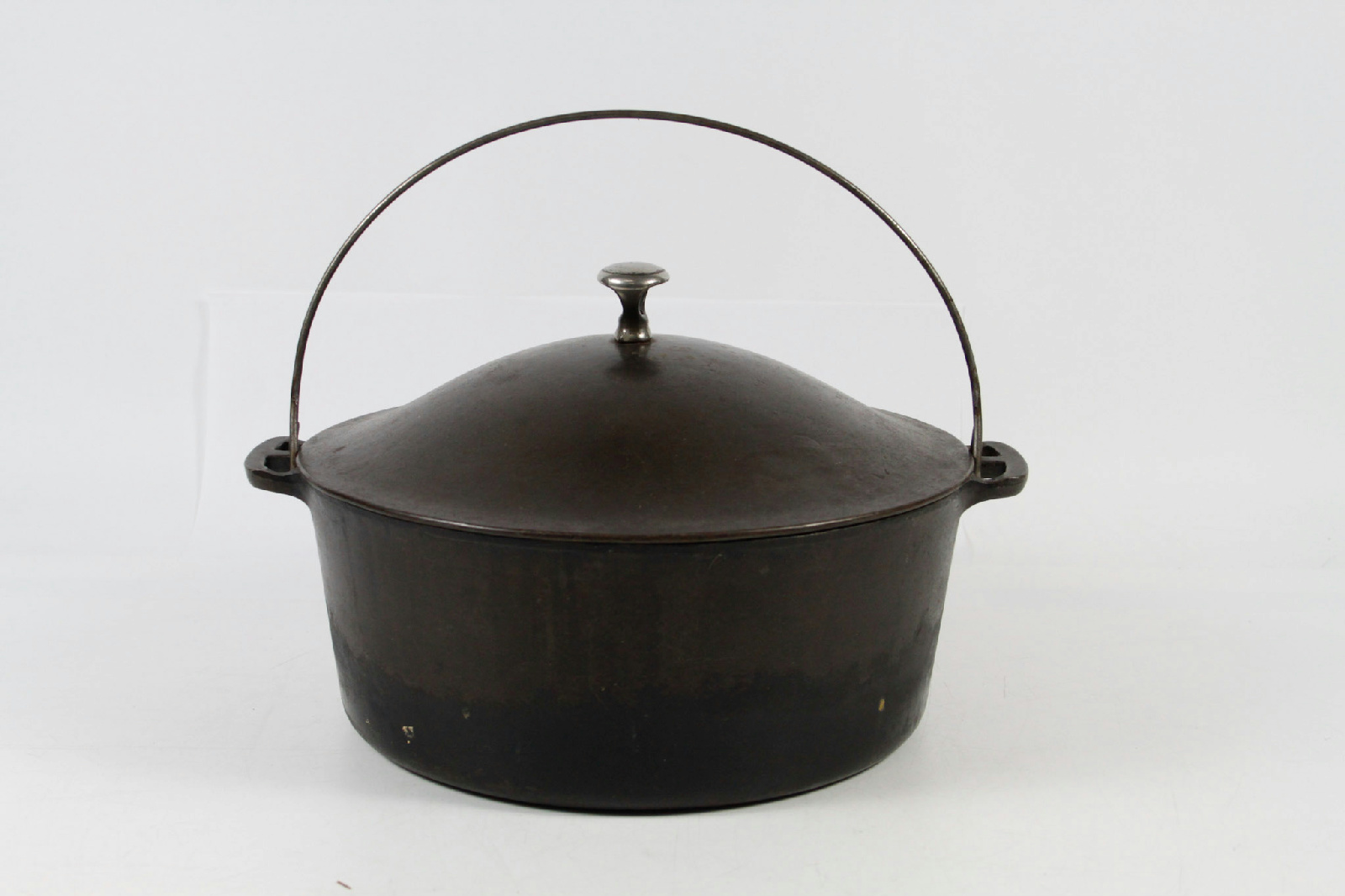 how to clean up a cast iron dutch oven