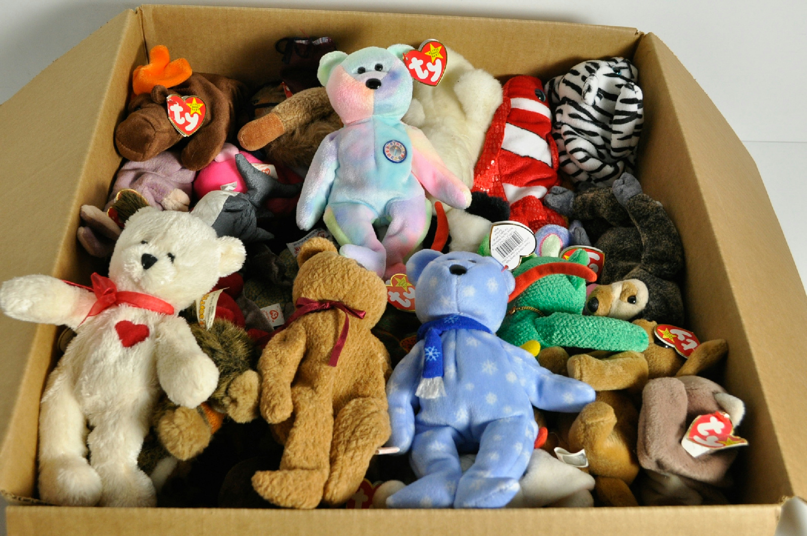 assorted huge lot collection of ty beanie baby 18 lbs. Black Bedroom Furniture Sets. Home Design Ideas