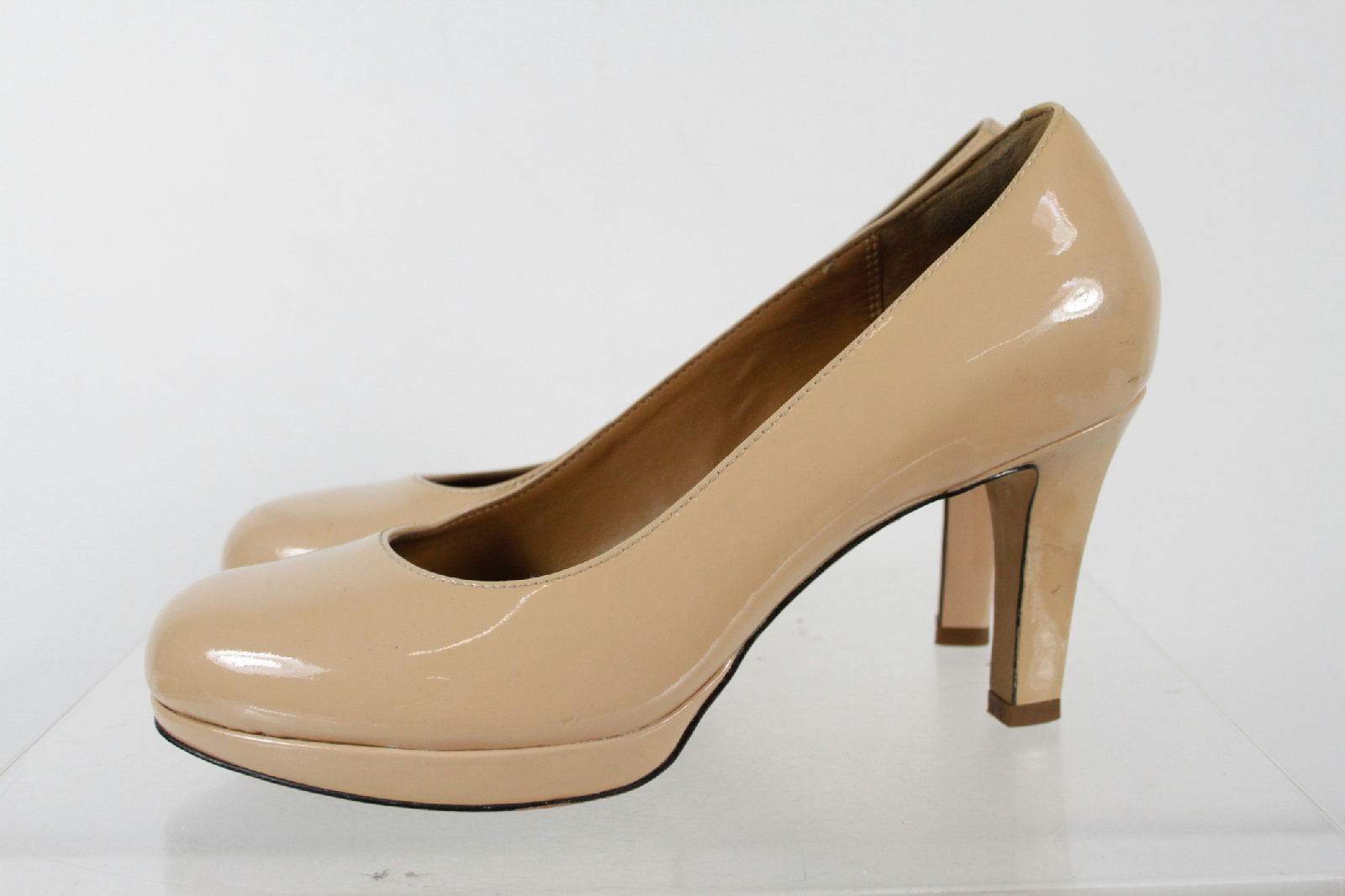 Second-hand Anouk patent leather heels Jimmy Choo Beige in Patent leather available. Buy your anouk patent leather heels Jimmy Choo on Vestiaire Collective, the .
