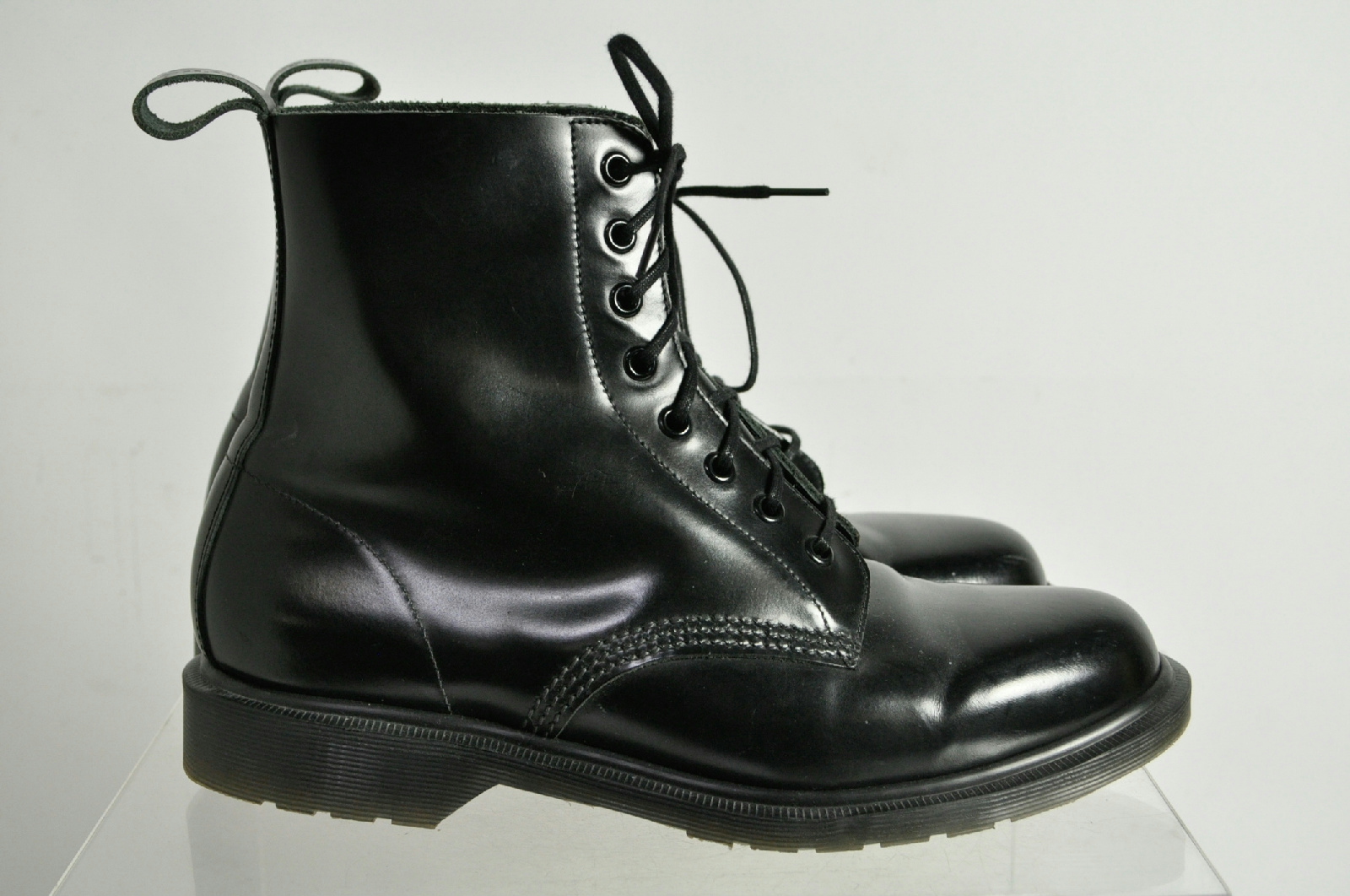 dr martens air wair solid black high top laces boots size 8. Black Bedroom Furniture Sets. Home Design Ideas