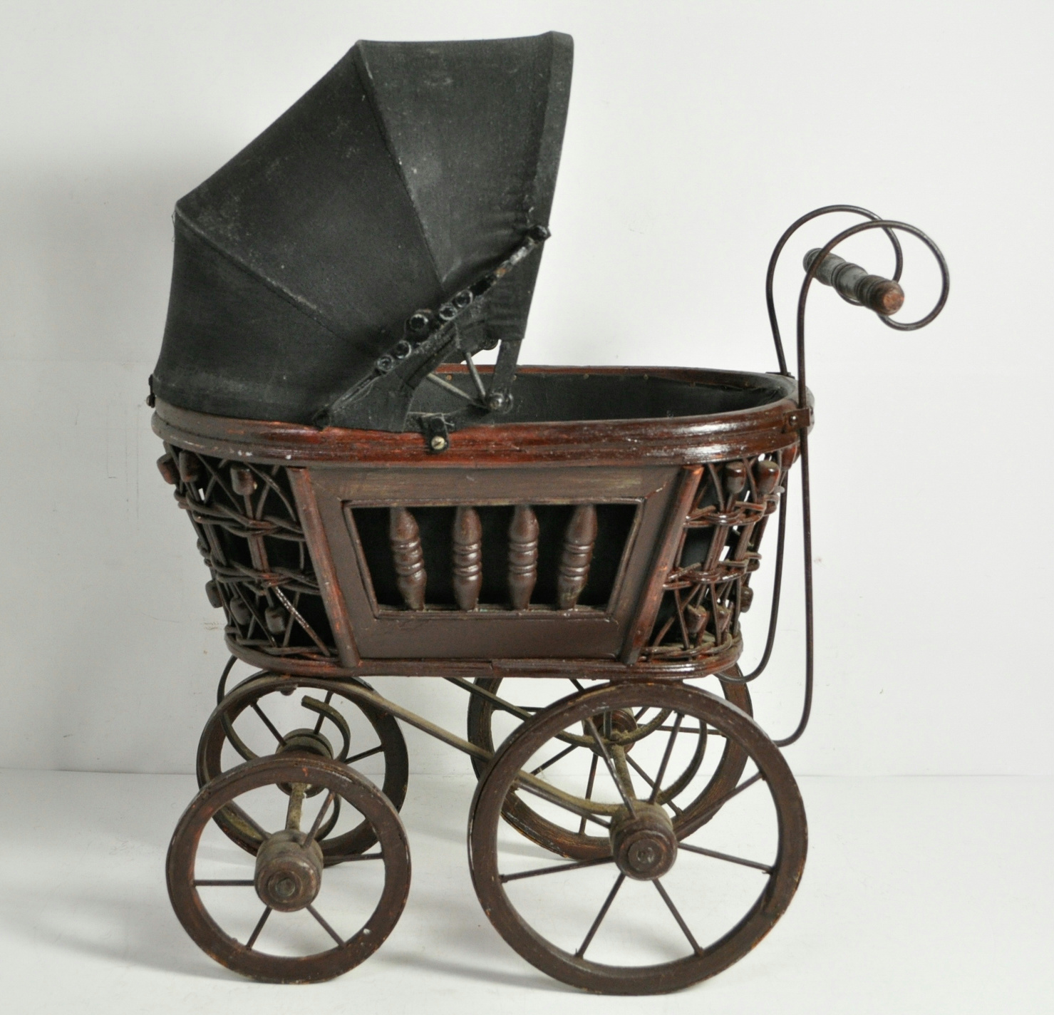 Vintage decorative metal carriage well