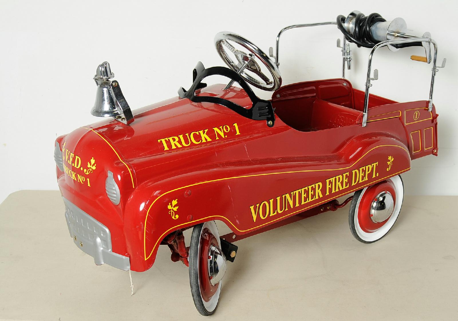 Fire Truck Pedal Car: Gearbox Red Pedal Car Fire Truck Volunteer Fire Department