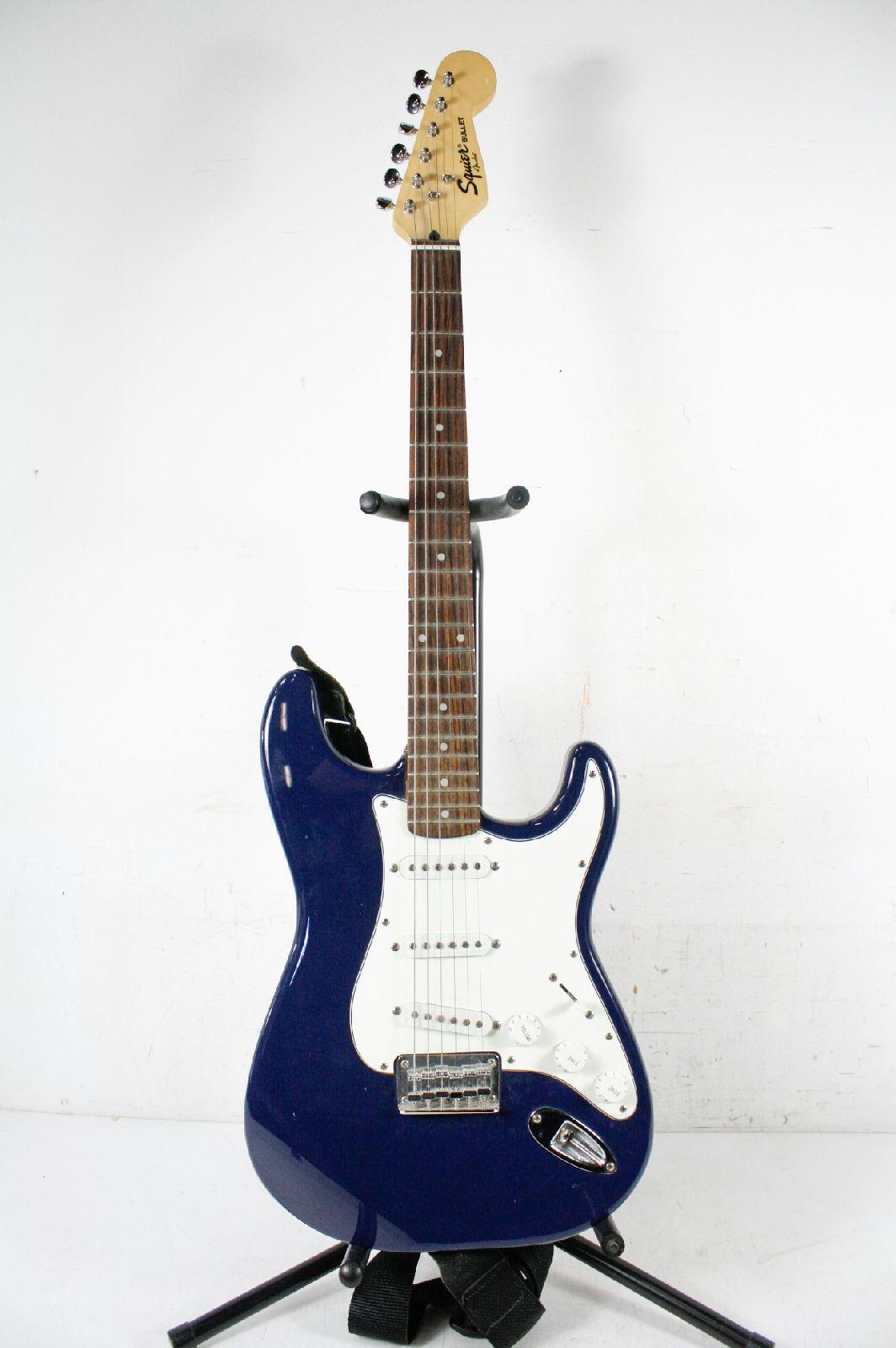 fender squier bullet blue electric guitar with case ebay. Black Bedroom Furniture Sets. Home Design Ideas