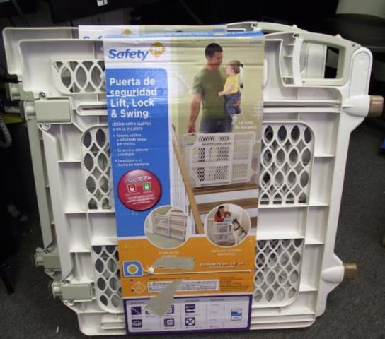 Safety 1st Lift Lock And Swing Baby Gate 42060 White