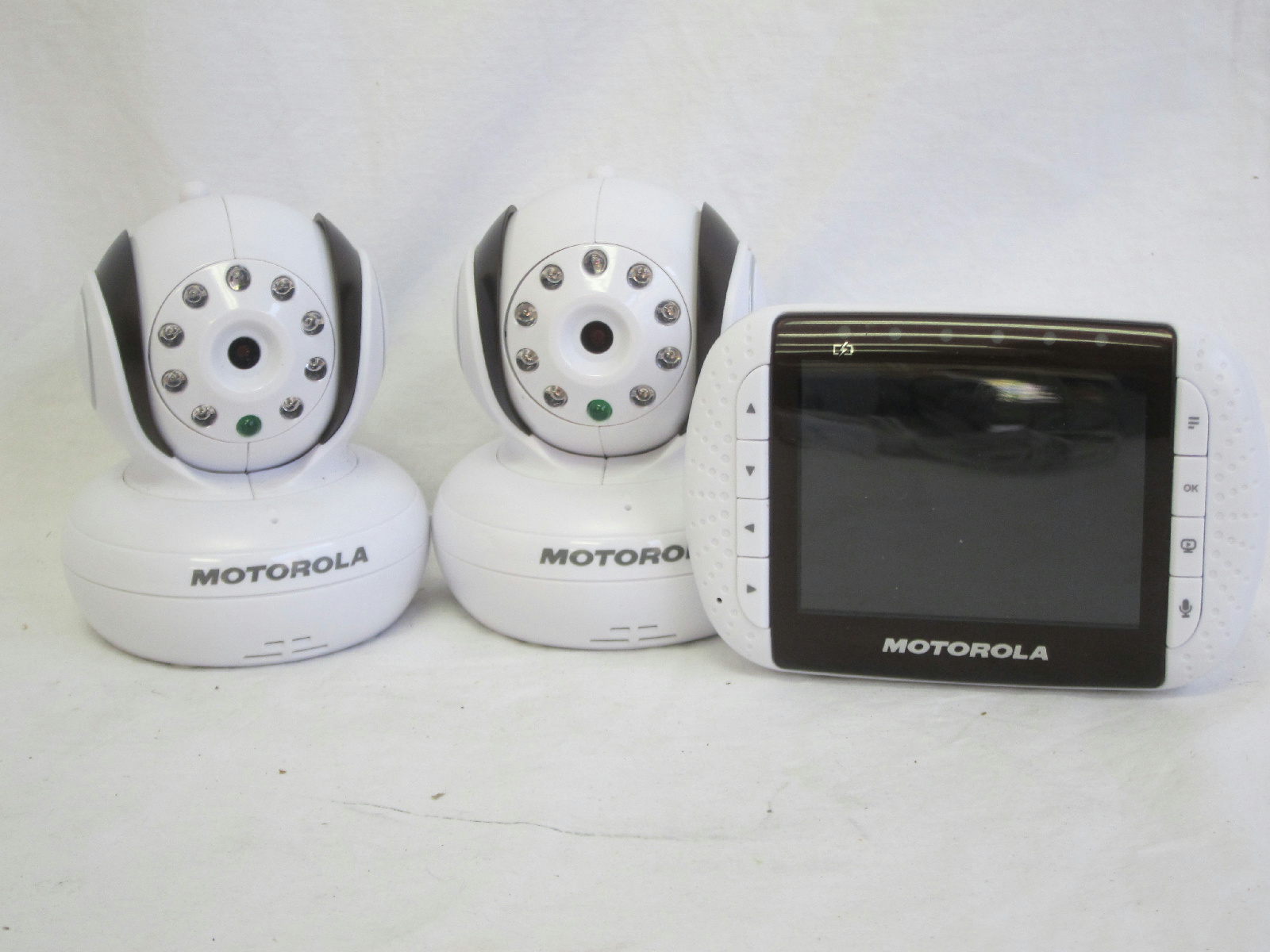 motorola mbp36 remote wireless video baby monitor with extra camera. Black Bedroom Furniture Sets. Home Design Ideas