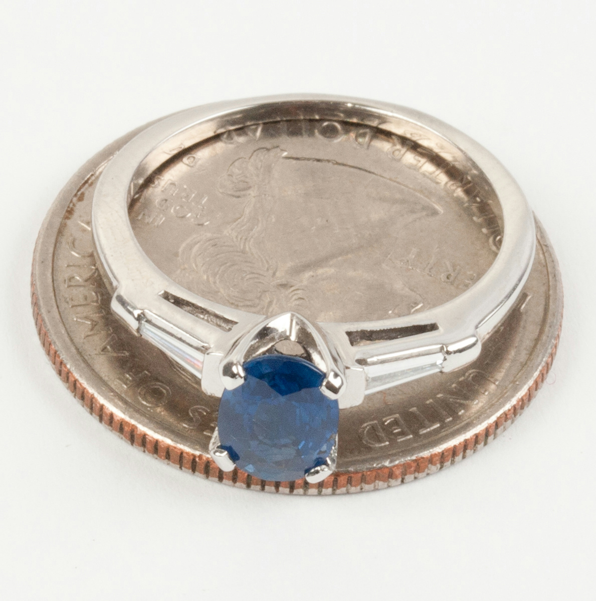 ladies platinum oval cut ceylon sapphire solitaire ring w. Black Bedroom Furniture Sets. Home Design Ideas