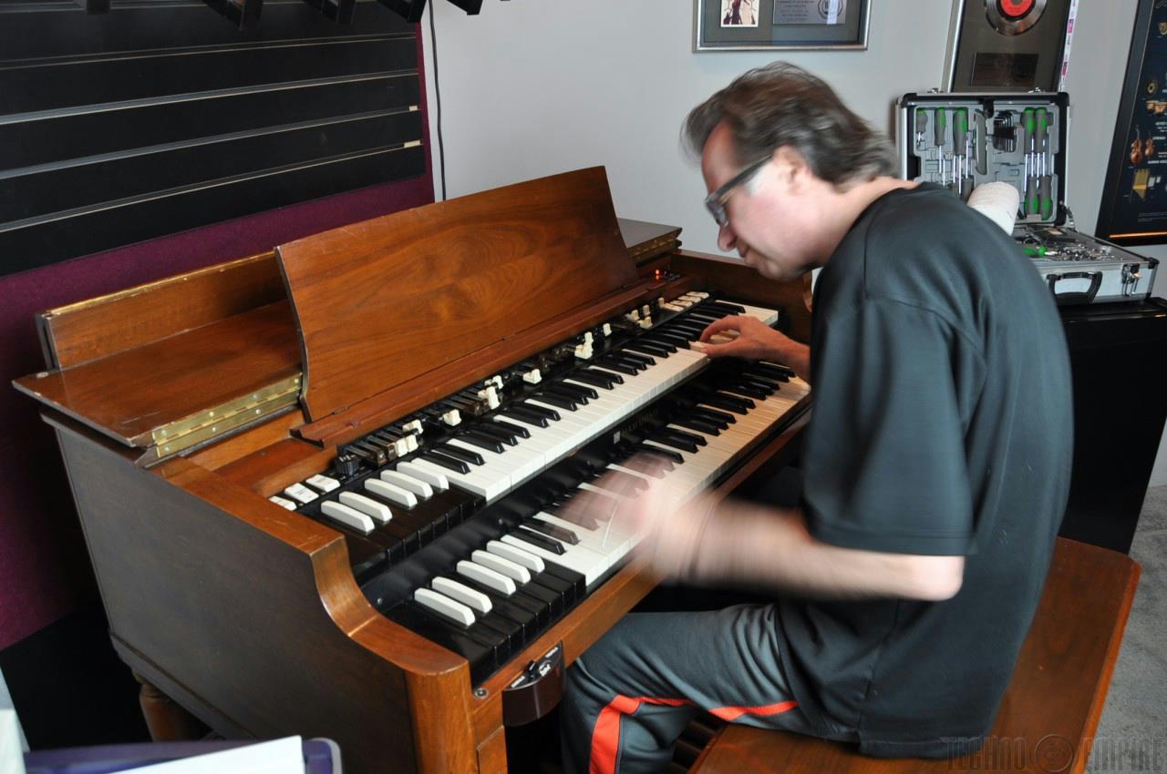 1974 Hammond B3 Organ & Leslie 122 Owned by John Novello w/ Bill Beer Mod #12482
