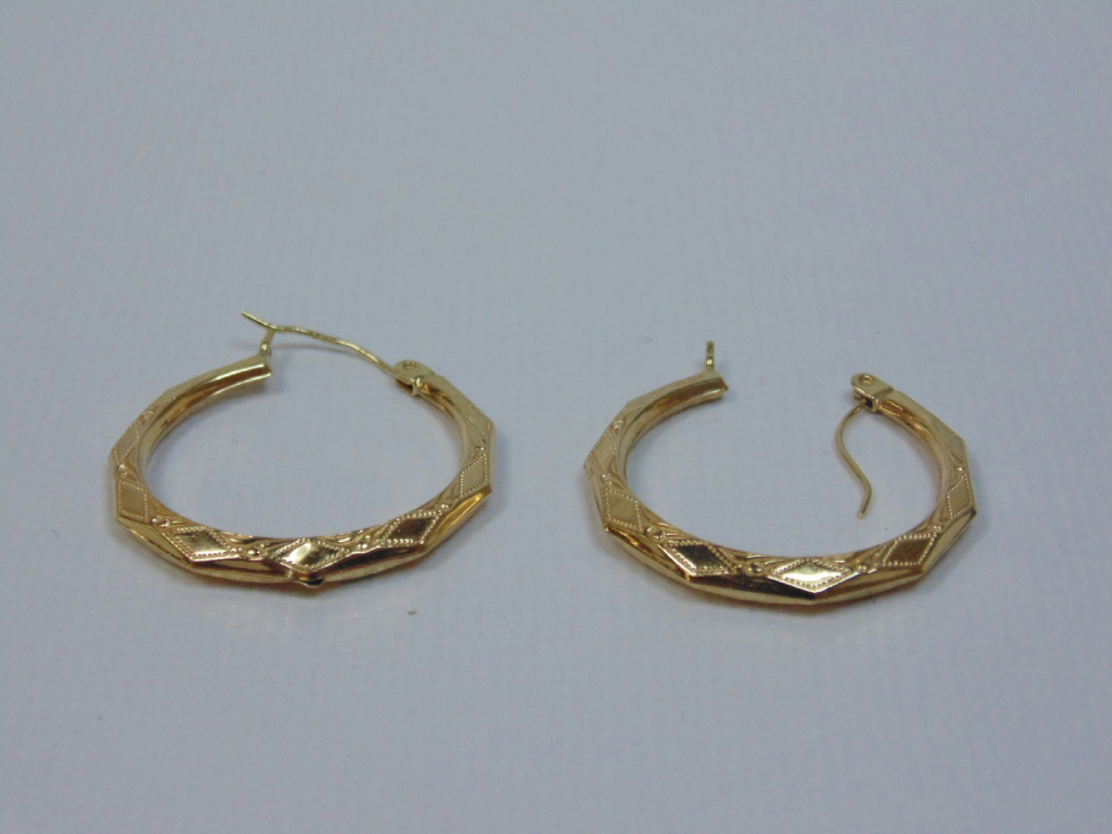 14 kt yellow gold jewelry hoop earrings 0 05 ozt 1 6 g 233