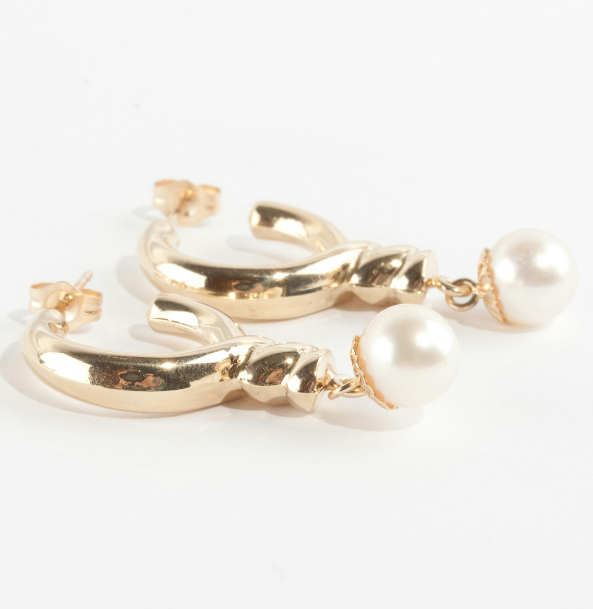 14k yellow gold quot a quot pearl solitaire dangle