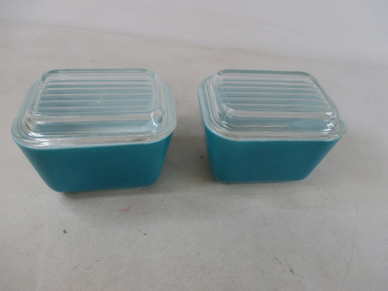 Two pyrex 501 refrigerator dishes turquoise blue w lids 1 for Cuisine turquoise