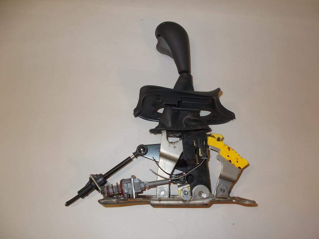 95 97 Pontiac Sunfire Automatic Transmission Floor Shift Shifter Assembly  #145