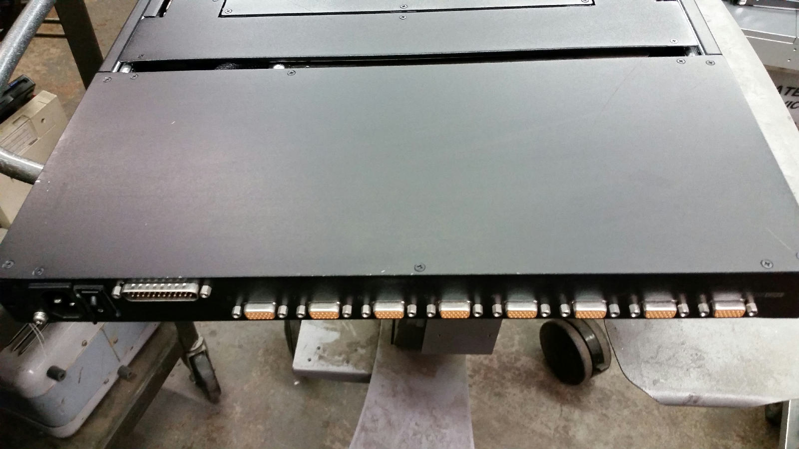 Apc 17 Rack Lcd Consoleapc Console With Integrated 8 Ap5816 16 Port Analog Kvm Switch Ap5808 Rackmount