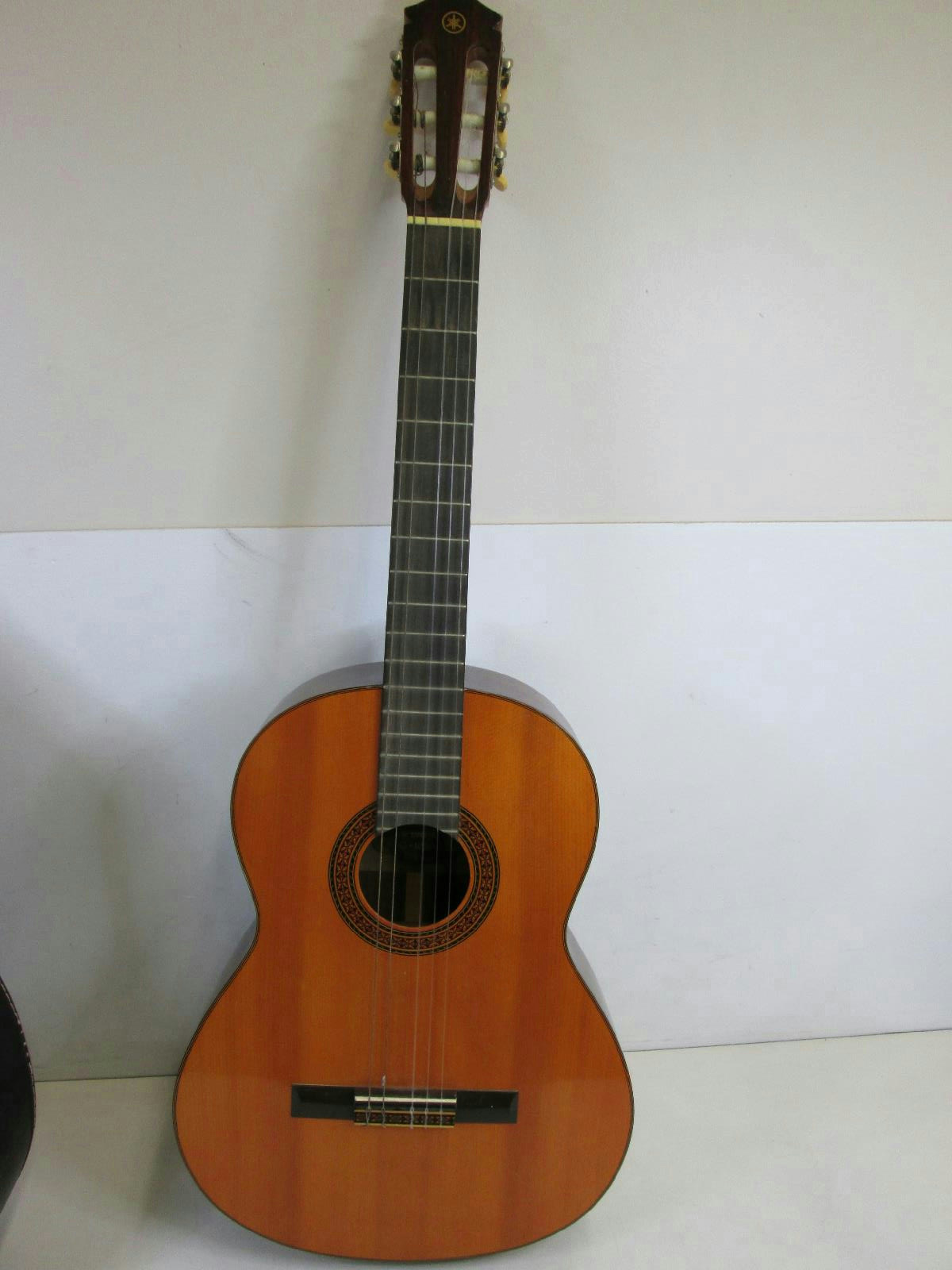 Yamaha g100a classical acoustic guitar in hard case ebay for Yamaha acoustic guitar ebay