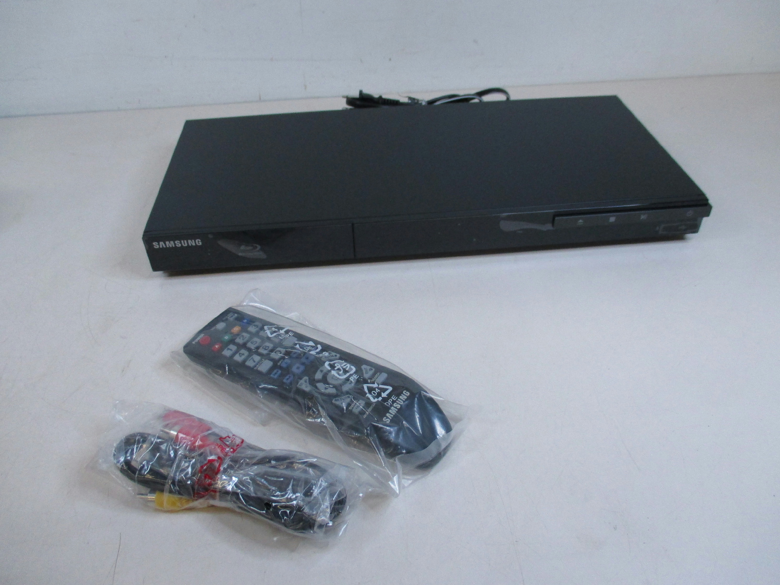 samsung bd d5300 hd blue ray disc dvd player unused. Black Bedroom Furniture Sets. Home Design Ideas