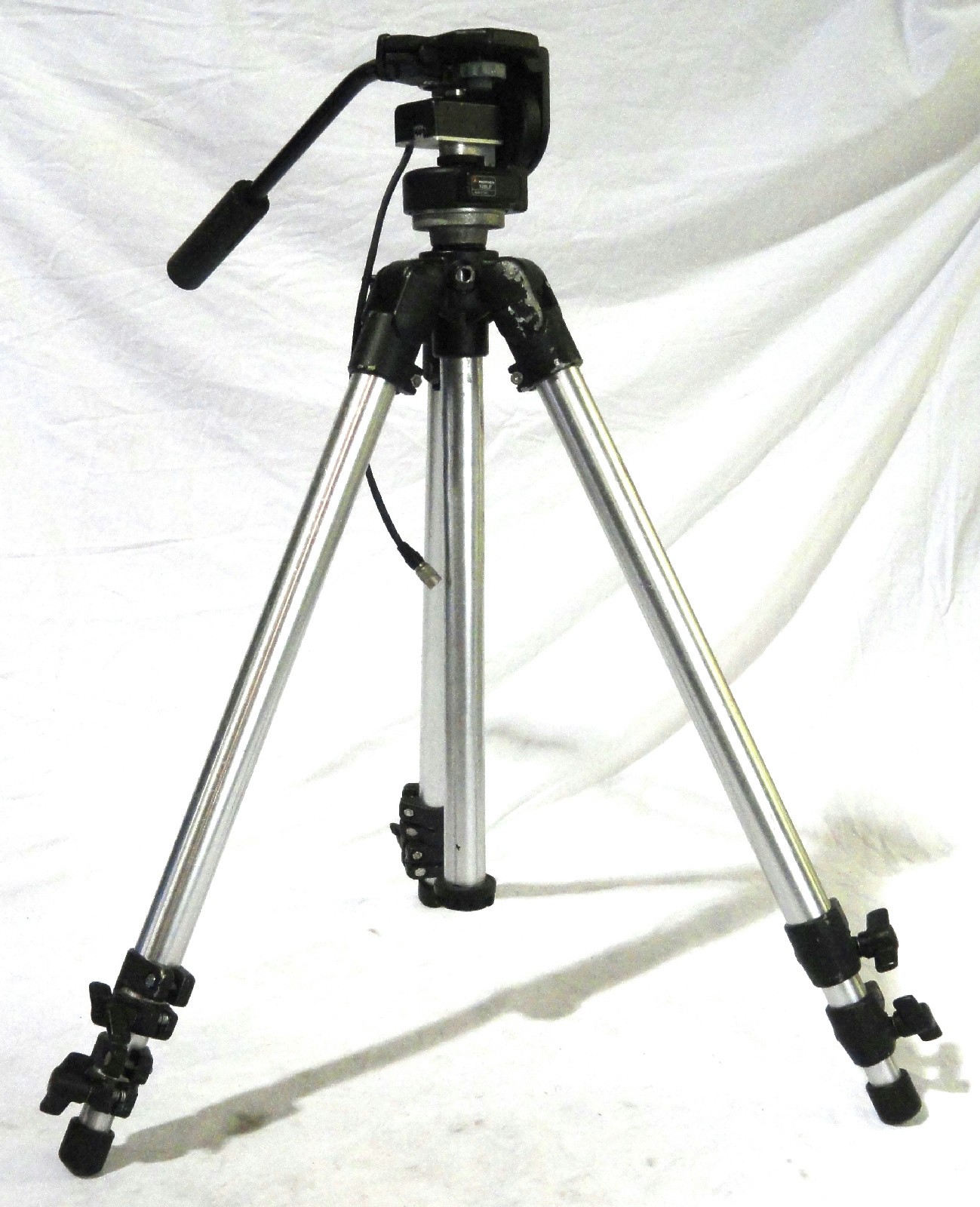 Manfrotto bogen 3011 tripod stand with 128lp head for Construction stand