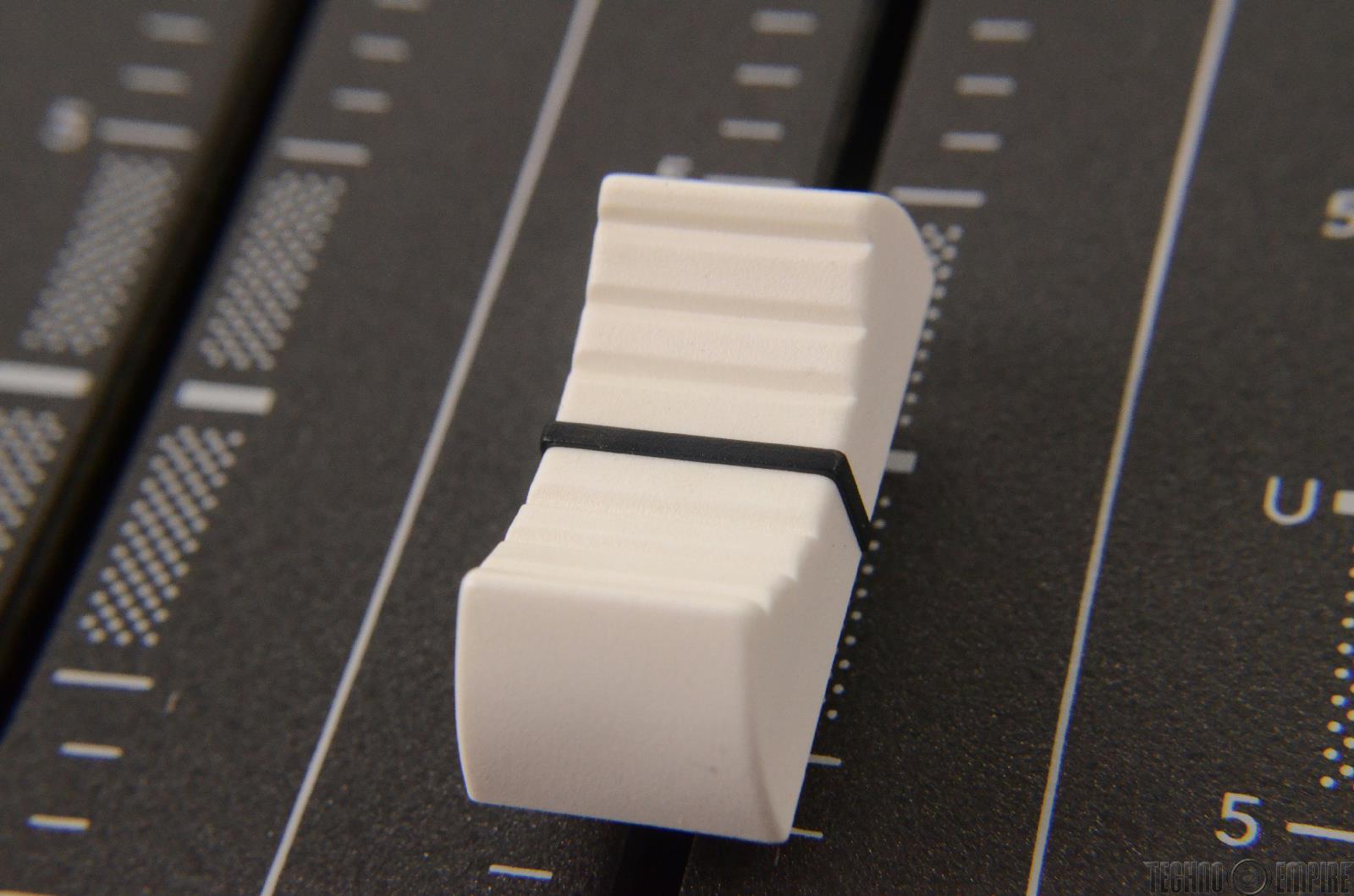 mackie 32x8x2 8 bus mixing console manual