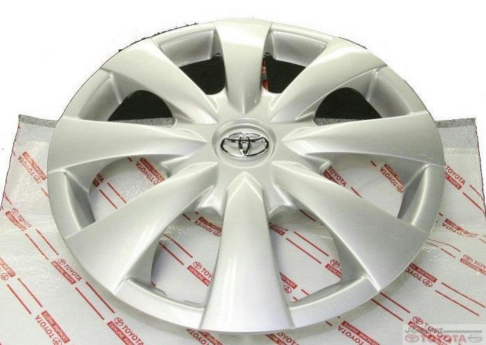 "Genuine Toyota Corolla Silver Hub cap 08 09  for 15/"" wheel 61147 Chrome emblem"