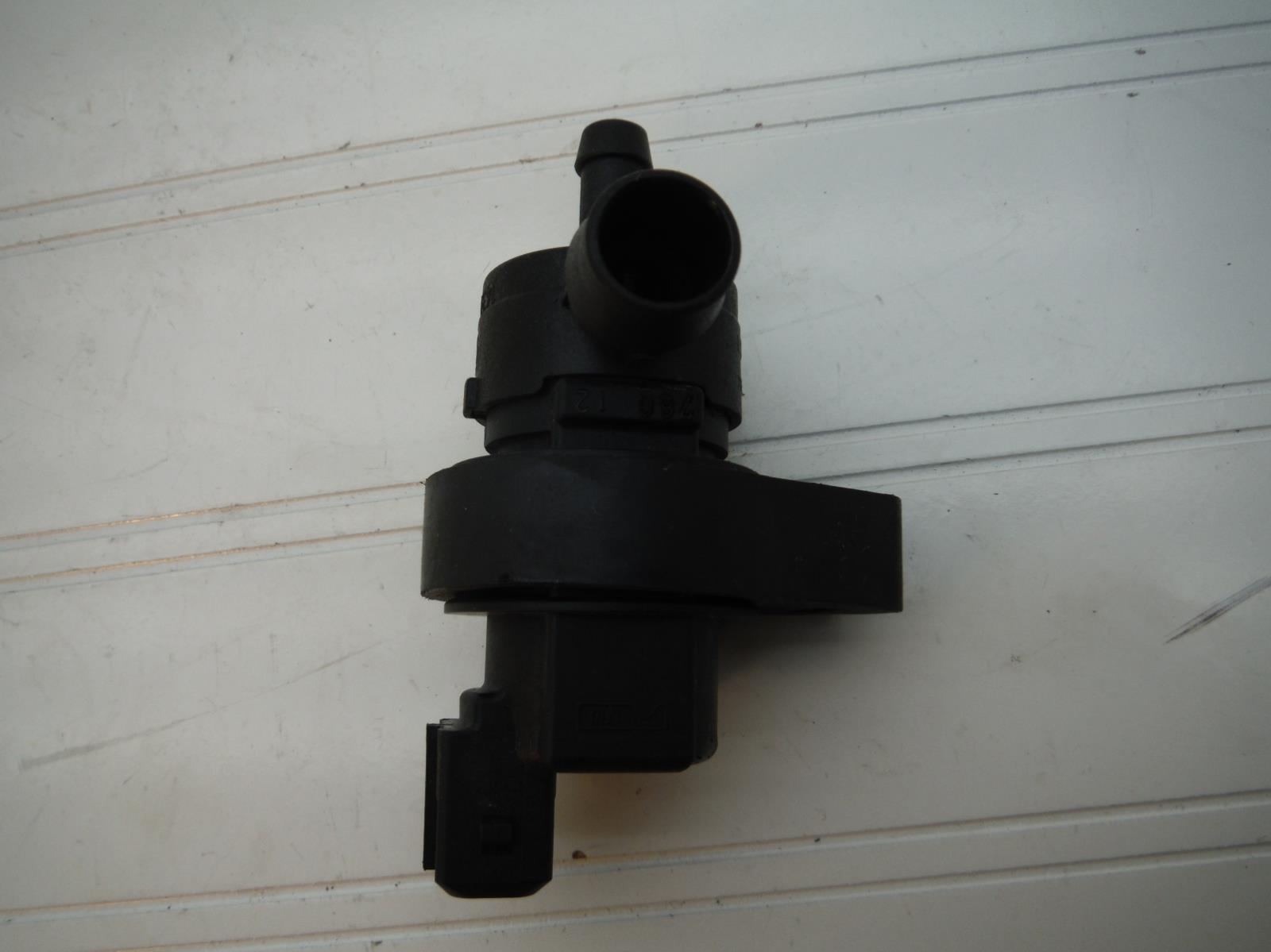 URO Parts 13901433603 Fuel Tank Breather Valve