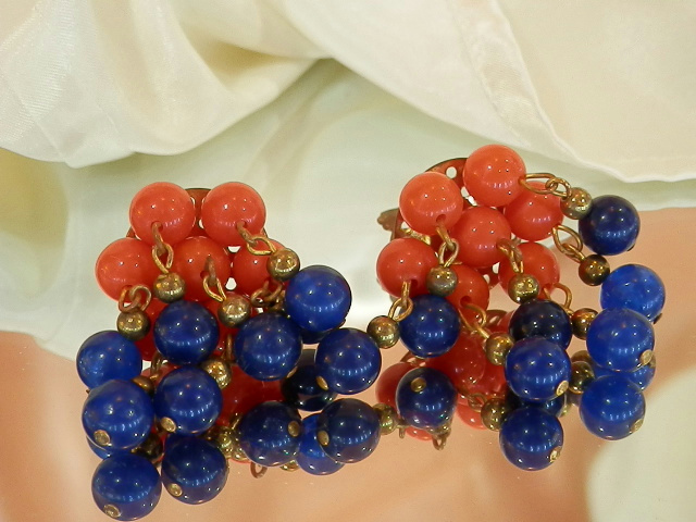Cute-Red-And-Blue-Lucite-Clip-Dangle-Cha-Cha-Earrings-115MY6 thumbnail 4