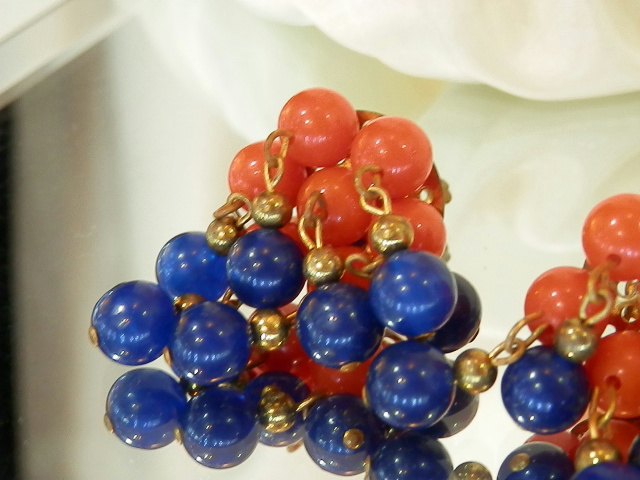 Cute-Red-And-Blue-Lucite-Clip-Dangle-Cha-Cha-Earrings-115MY6 thumbnail 3