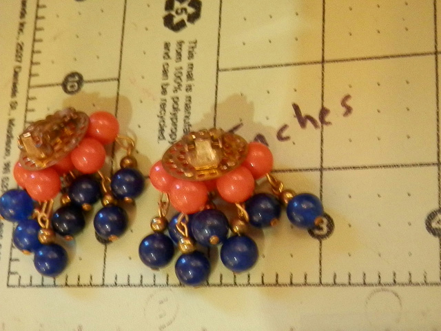 Cute-Red-And-Blue-Lucite-Clip-Dangle-Cha-Cha-Earrings-115MY6 thumbnail 5