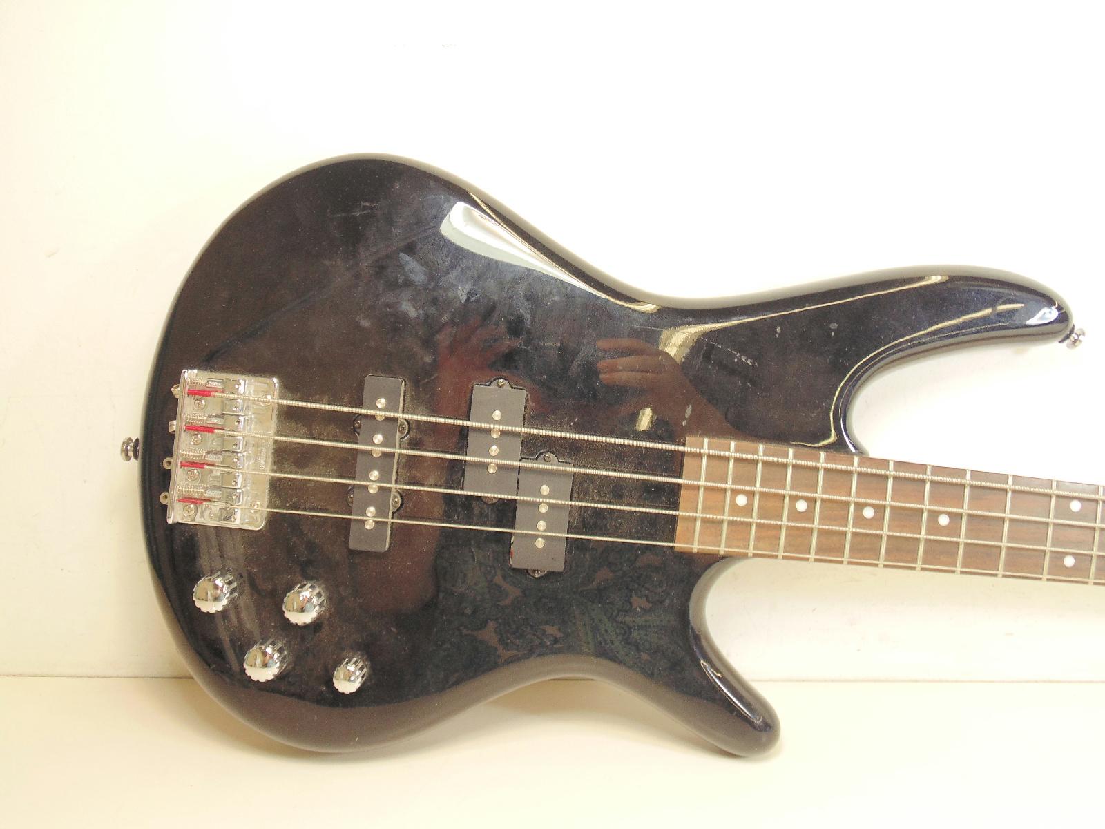 ibanez soundgear 4 string bass guitar gsr200 black 3 pickups ebay. Black Bedroom Furniture Sets. Home Design Ideas